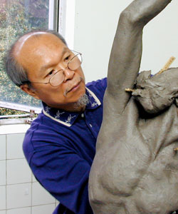 Photo of Artist Gaylord Ho